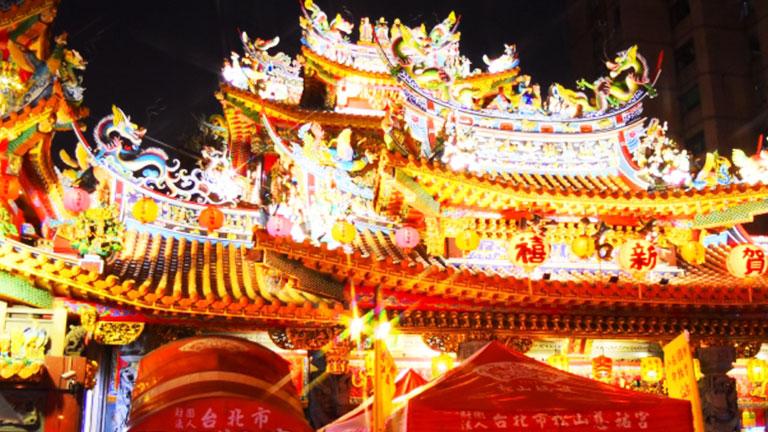 饒河街夜市の近くには、台北人気の観光スポット「松山慈祐宮」もあります!